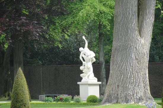 20-Statue dans le jardin supérieur