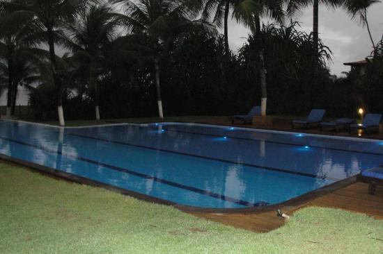La grande piscine de nuit