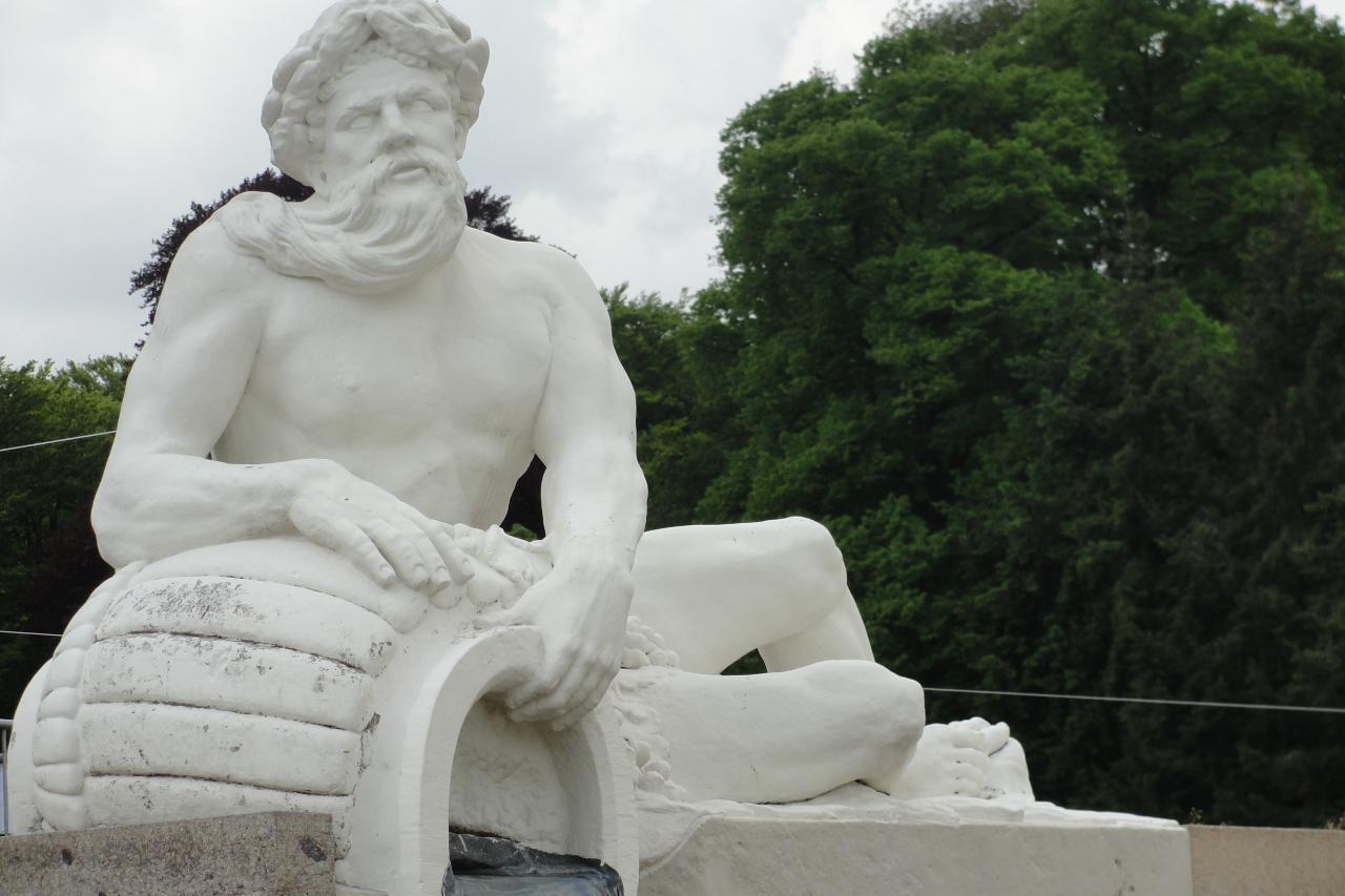 30-Statue face aux jardins